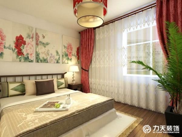次卧,空间都较小,除了正常的卧室摆放外,还有一些休闲的功能区和储物区,采光性较好,保持了卧室的通透明亮。
