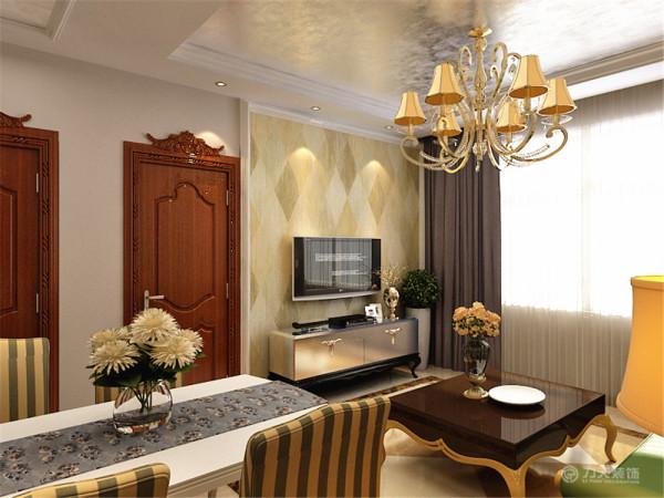 餐桌的旁边是客厅区域,客厅区域摆放沙发、电视和电视柜。