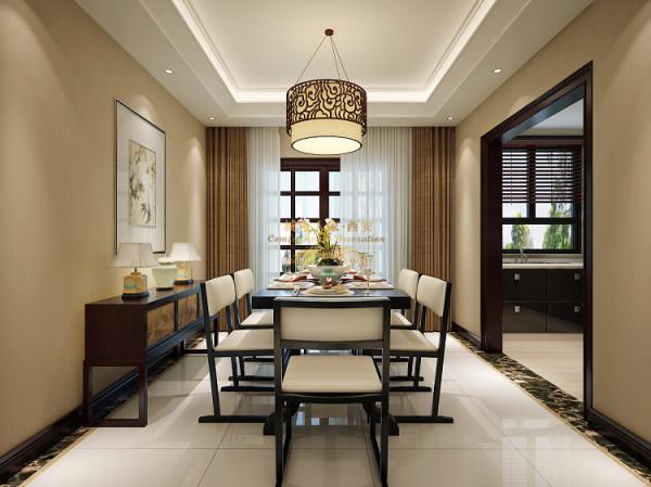 餐厅区,墙面简约明了,一副壁画映衬整体装饰风格的古典形式,浅色地砖与简约线条的餐桌椅,更加凸显出房屋主人的品味生活。
