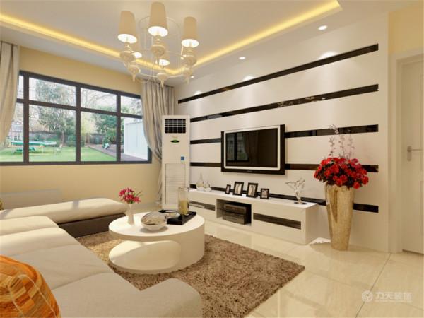 电视背景墙则用石膏板和黑镜拼贴做造型。增强了虚实的对比。