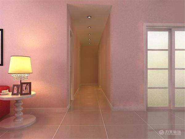 厨房设计了U形的橱柜,解决了后期主人不断增加的储物量的烦恼,厨房门选择了一套比较大气的玻璃推拉门,满足了餐厅空间的采光需求;