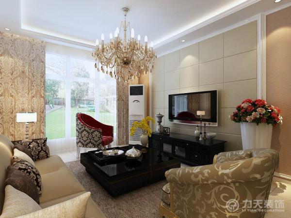主要是以欧式白色石膏板,硬包拉缝,为电视背景墙,石膏板壁纸和油画为沙发背景墙