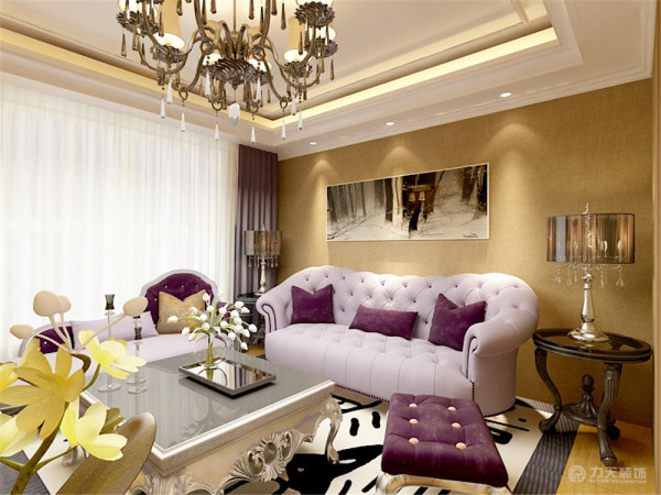 沙发背景墙运用了欧式圈边,加上欧式烤漆电视背景墙,浓重的欧式风格的家具组合,完全显露出了欧式的大气。
