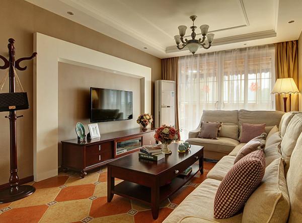 设计亮点:通过采用简约的线条感把吊顶,电视背景墙诠释的恰到好处,麻布的沙发布艺无疑是对田园风格的最好解释