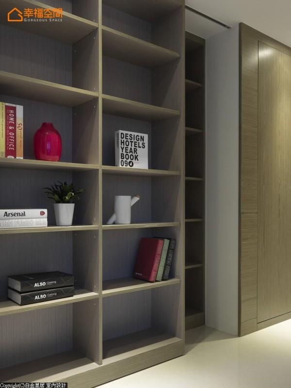 动线中的书墙,设计师林宇威以双层柜铺陈,前方放置书报、后方则可收纳大型家电。