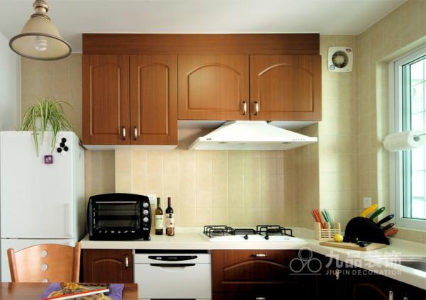 厨房空间简便分局,厨具,洗餐区,出餐区整合为一体。