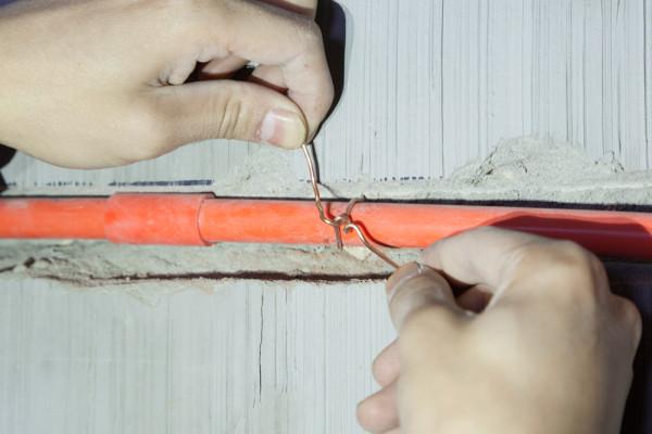 铜线固定方法