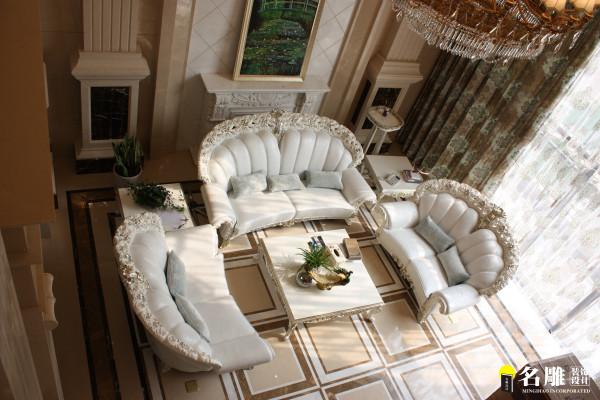 """名雕装饰设计——客厅:墙地面大理石的的运用让整个空间变得高贵且上档次。全套银白色调优雅且华丽的家私搭配,让整体的风格变得不那么""""土豪""""。"""