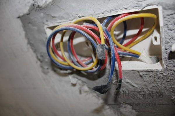 公司在水电上面注重安全,视安全为首要指标,电线选用最好的特变电工铜芯电线,特变电工为上市企业,品质值得信赖。