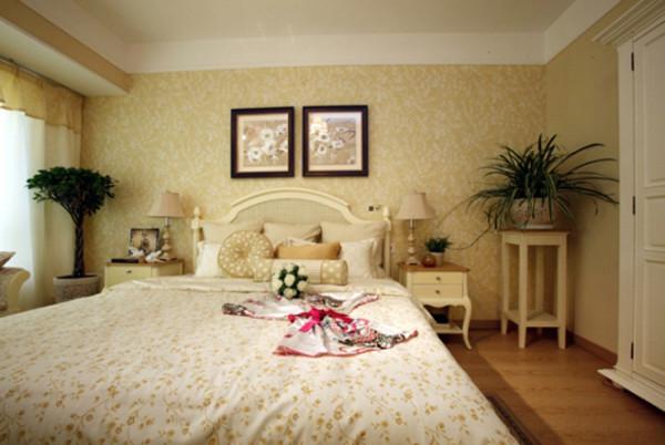 主卧室的正面效果,温馨浪漫的色调,能给人一种很放松的感受。
