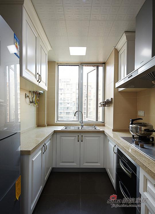 米黄+白色成为厨房的主色,空间不大不小。