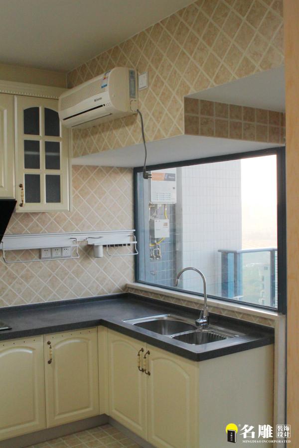 名雕装饰设计——厨房:大气中有家的温馨,在繁复与简单的对比中突出经典。