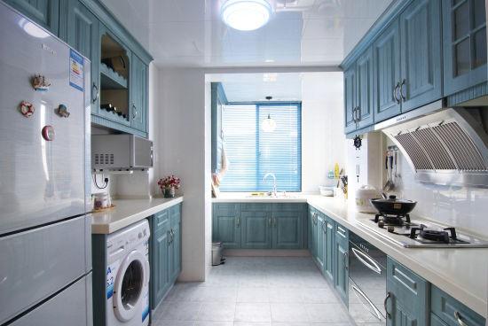 在打造地中海风格的家居时,配色是一个主要的方面,要给人一种阳光而自然的感觉。