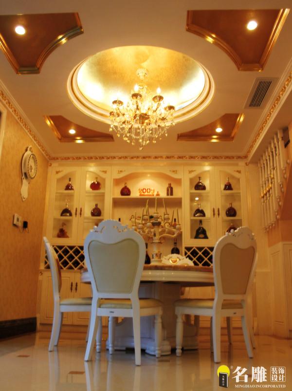 名雕装饰设计——欧式餐厅:设计以黄色为基调,营造一种富丽堂皇的感觉,酒柜直接与墙融为一体