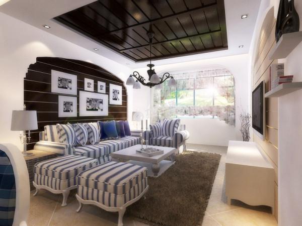 客厅和餐厅都有外挂阳台,视野开阔,再次看书喝茶十分惬意。