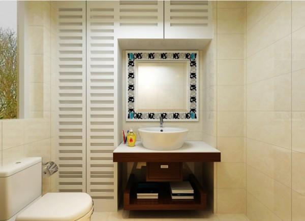 如今的房屋卫生间面积都不是很大,有很多浪费的死角,而且卫生间有很多杂物需要摆放,所以在有限的空间位置上定制了专门的柜子够储物。