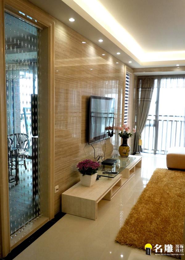 金属质感强烈的空间,以玻璃镜面不锈钢为主铺材质,彩色饰品搭配,线条明快体现出艺术美!