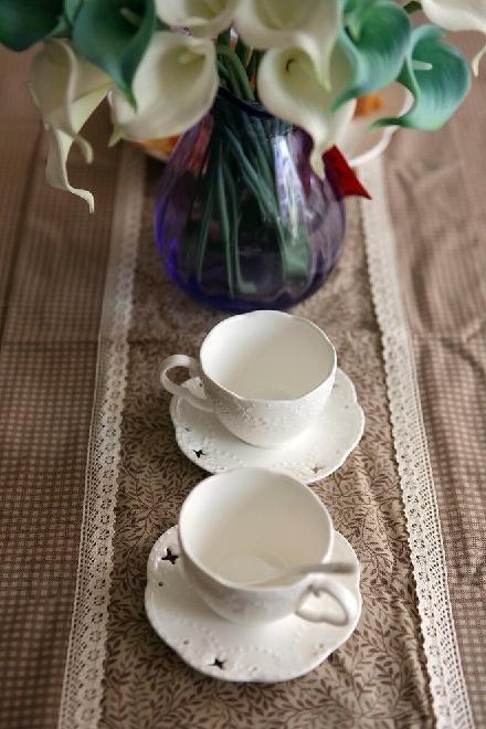 咖啡餐布,咖啡杯,咖啡色的生活静谧而休闲。