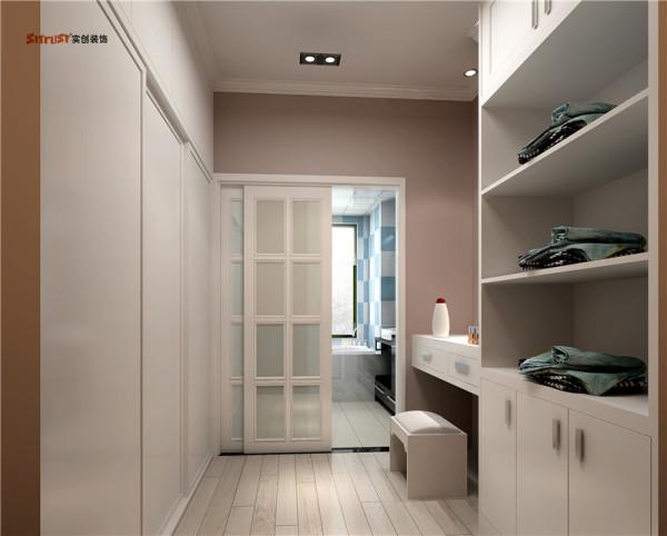 层板与地柜组成独特的直顶地,体现了设计为功能服务的理念