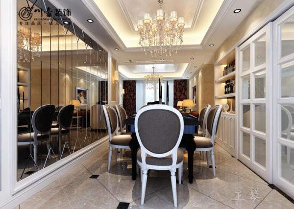 合肥中环城130㎡装修设计 餐厅效果图,做了黑镜面处理,显的空间很大。视觉上效果很不错,合肥川豪装饰设计。