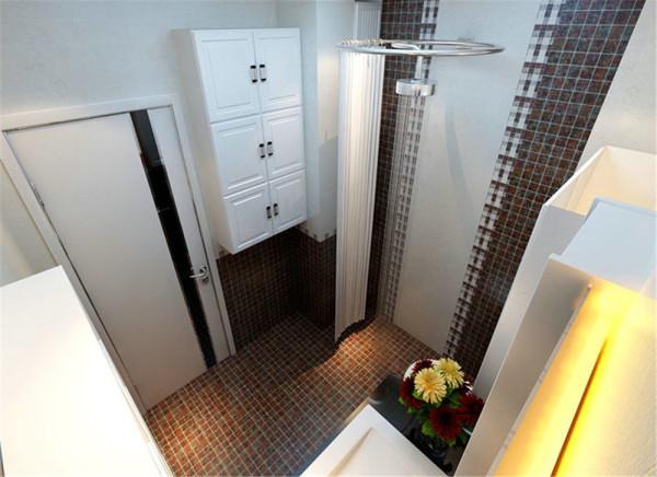 卫生间比较实用,有现代感,不显单调。风道旁边有一个空间,我给他家做了一个浴室柜子,奇妙的利用了那个拐角,淋浴墙做了深浅砖的搭配,很有层次感,也比较现代。