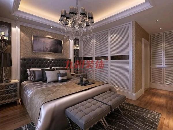 主卧室是主人的私人空间,略显华贵但又不张扬,素雅朴实的装饰显示了主人的高贵气质。