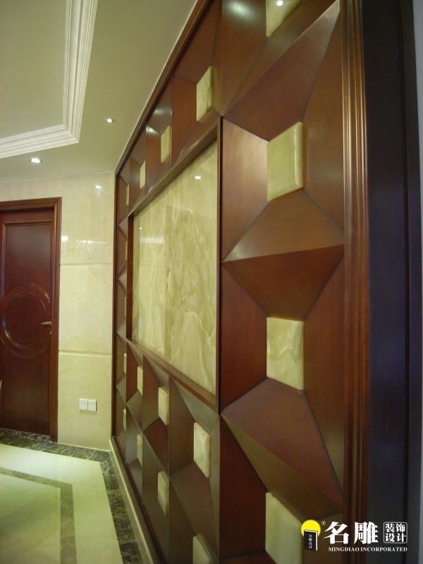 名雕装饰设计——万科虹溪诺雅四居室——简欧风格——墙面装饰:墙纸软包,彰显奢华气息。