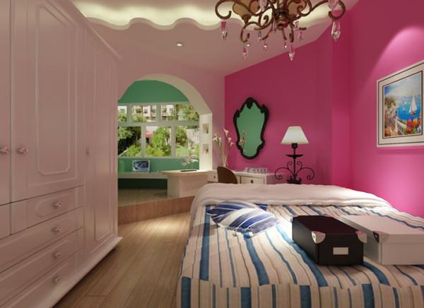 卧室属于私密空间,用花格栅划分客厅与卧室,既能体现出花格栅的美观,又能做为卧室的床头背景墙,一举两得。