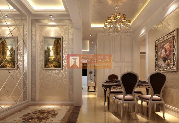 银色与紫色的餐桌椅是整个餐厅的一大特色,镜面的墙面,可以从视觉上扩大空间。