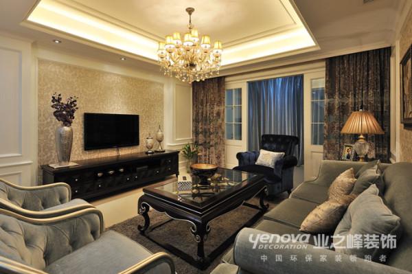 天地湾别墅区别墅相对来说居住人群追求品位,客厅属于家庭活动区。再设计思路方面追求的是安静,品位话,