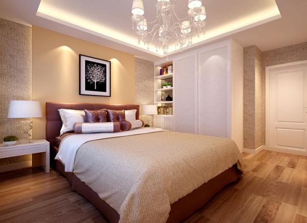 卧室墙头背景墙石膏板造型,内藏灯带,其他墙面贴满壁纸,质感十足,定制衣柜,简约大方,顶面放置的悬挂式吊灯,更显典雅