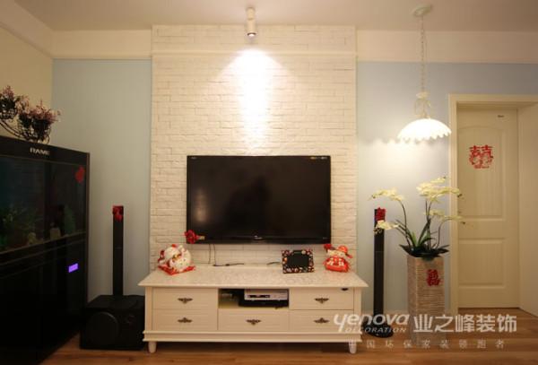 电视墙的设计,采用简单的色调搭配,简约不简单