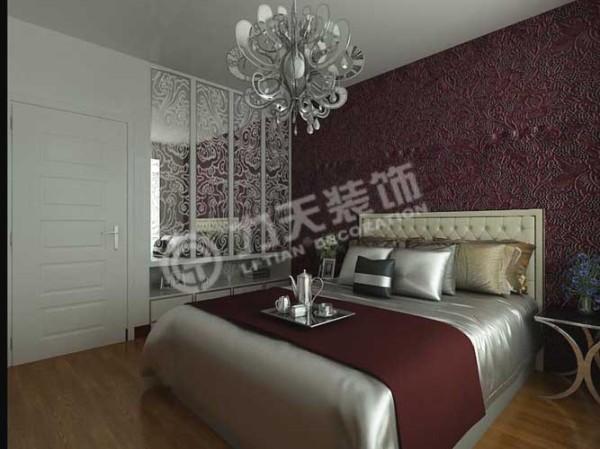 卧室的家具简单的摆放,使整个空间显得更大。
