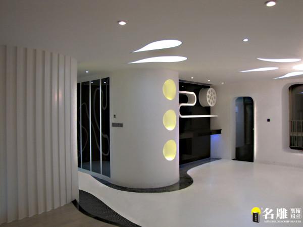 通过空间的有效重构来塑造一个具有趣味性的共容空间,给使用者提供一种全新的生活方式。