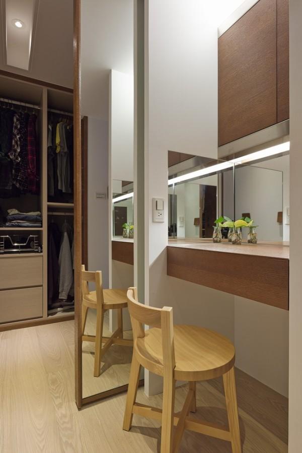 独立规划的更衣室空间,因应不同对象考虑,贴心安排高低吊杆、拉篮以及标准的抽屉设计。
