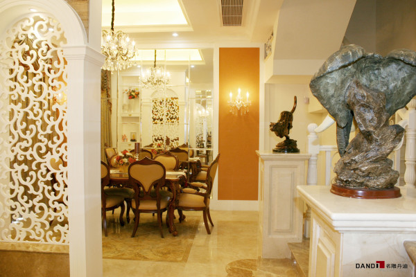 名雕丹迪设计-凯茵新城别墅-欧式餐厅:用客厅吧区、餐厅利用镜面手法取景,处处体验画中画的感觉。