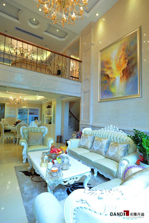 名雕丹迪设计-锦绣花园别墅-简欧风格客厅:本案注重线条的搭配和颜色的协调,为生活带来欧式风格的高贵。
