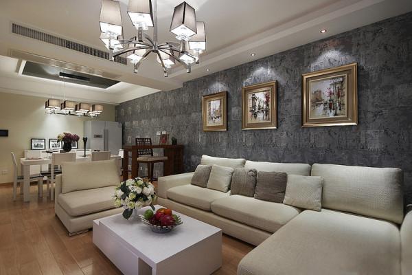 自然、简单,没有过多的缀饰。灰色的沙发背景一直延伸到餐厅。沙发是舒适的米色,配白色的茶几,地板比家具略深,目之所及,舒适自然流露。