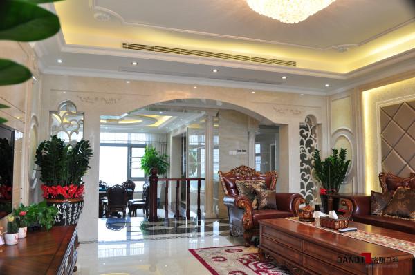 名雕丹迪设计-香蜜湖1号别墅-简欧风格客厅:多元化的碰撞,致使现代设计的不拘泥于形式,才能达成设计之大成,温馨、素雅。