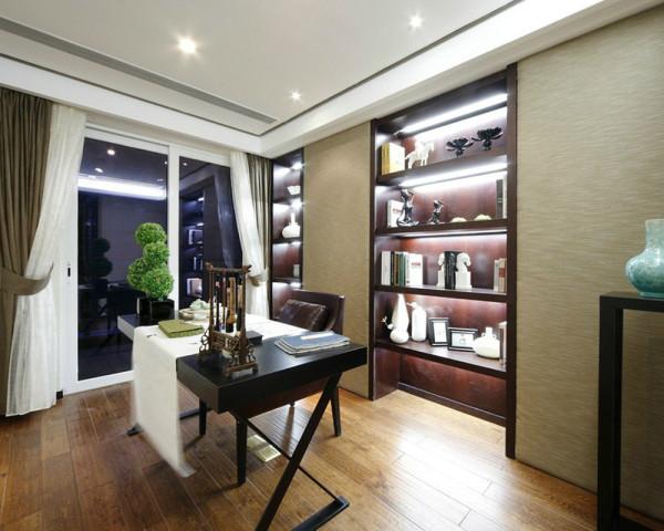 宽敞明亮的窗户,采光效果特别好,简单的吊顶设计,时尚的推拉书柜,极限的节省空间,大自然木地板更好的提升室内质感。
