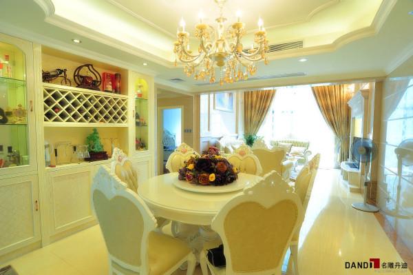 名雕丹迪设计-锦绣花园别墅-简欧风格餐厅:设计师对于餐厅的设计很到位,奥特曼大理石、玉石桌的运用让人眼前一亮,奢华而时尚。