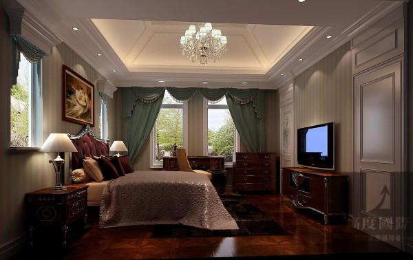 设计师根据业主的喜好以及空间的布局选择了欧式风格,欧式风格强调以华丽的装饰、浓烈的色彩、精美的造型达到雍容华贵的装饰效果。现代欧式的居室有的不只是豪华大气,更多的是惬意和浪漫