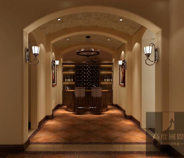 酒吧区 选择托斯卡纳风格,主要基于以下两方面考虑:一是考虑别墅的整体设计风格,本身带有浓郁的乡村风格,石质墙体、铁艺护栏、红色陶土屋等,这些都是托斯卡纳风格的典型特点。二是考虑业主个人品味、修养等因素