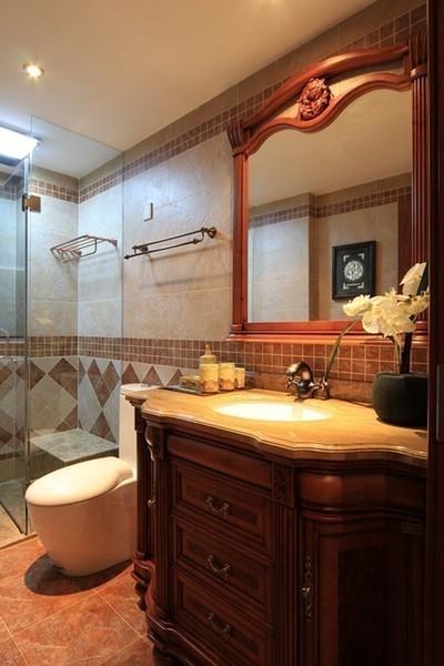 褐色的墙砖铺就整个卫生间,对称式的纹样除了美化墙壁外,也能显得气派。