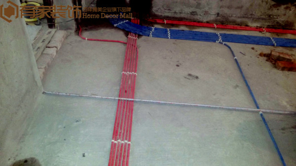 尺寸精确测量,强弱电间隔30-50公分,强电红色线管、蓝色弱电线管,分色分管