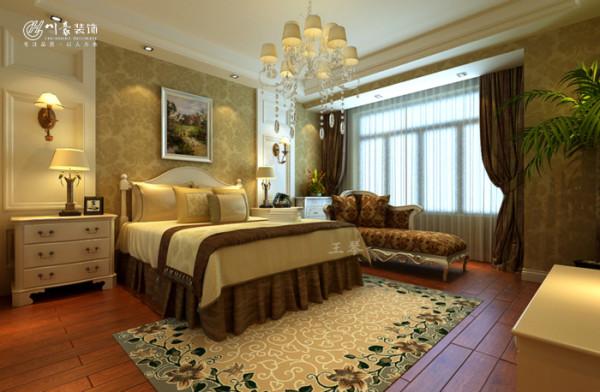 合肥中央宫园复式欧式风格装修,卧室装修效果图,地面实木地板,墙面墙纸。