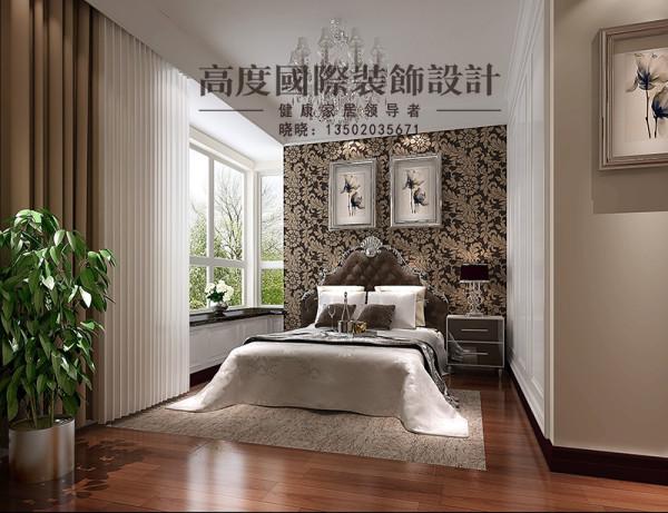 造型比较简单,衣柜选用打制的,节约了空间,增大了储物空间,卧室背景贴大花式壁纸,选用典型的欧式床,显示出低调奢华。