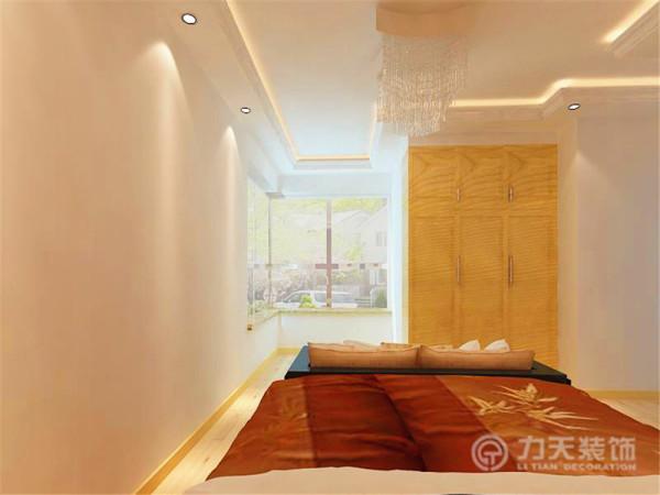 为了让卧室的采光效果更好一些把它们直接打通,让阳台与卧室为一体,让阳光更好进来。
