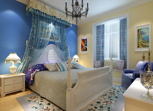 略带欧式乳白色白杨木的双人床,浅蓝色的纱幔却有着洗尽铅华的质朴,安静中散发出安抚生命的自然力量。墙面的两幅装饰画更加显得业主喜欢大自然的元素。
