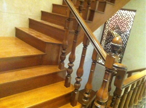 楼梯的近景图片